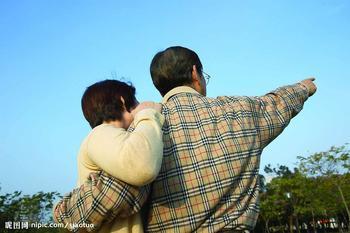 如何治疗老年白斑病呢?重视白斑治疗,关爱老年人